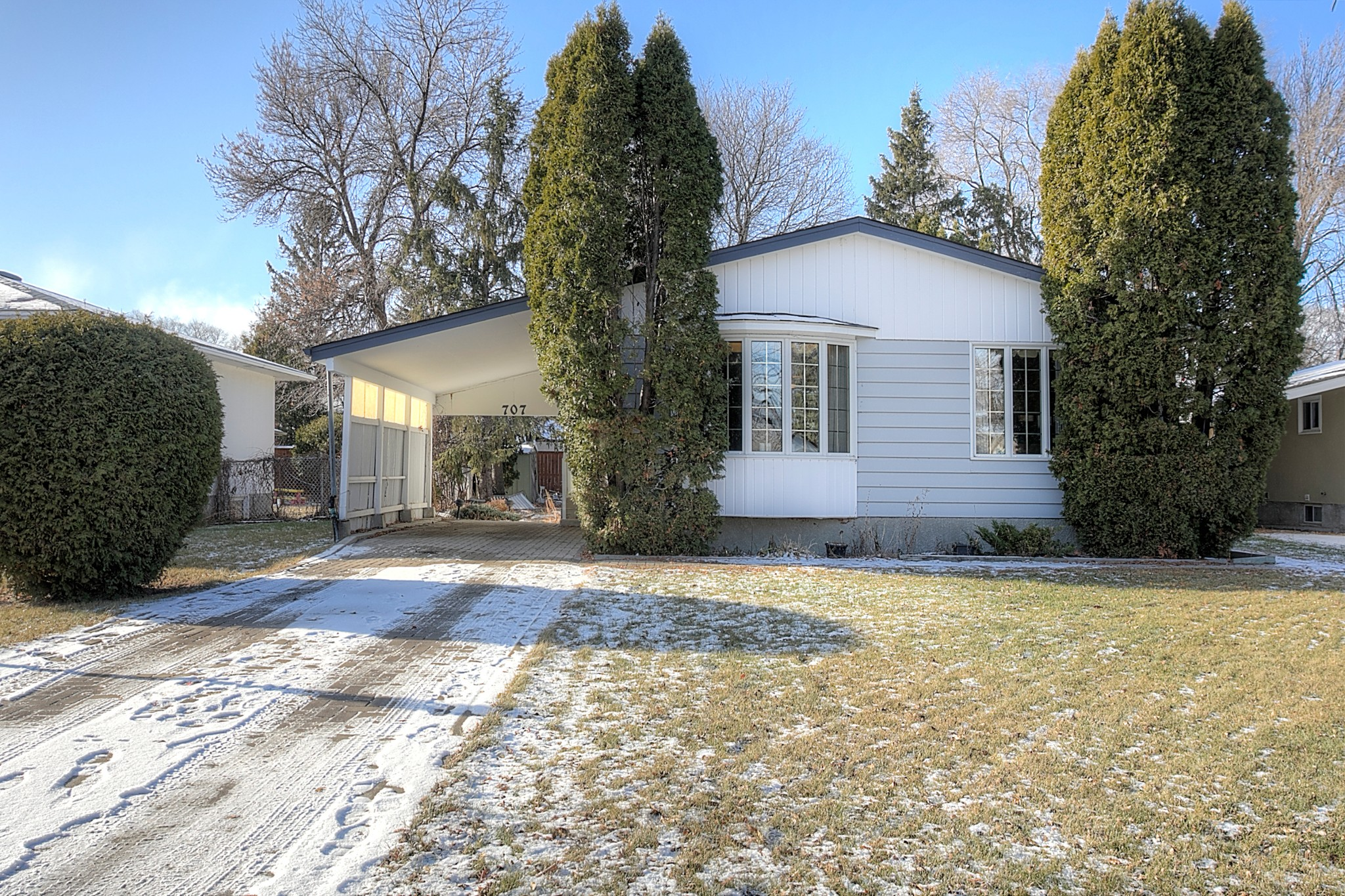 FEATURED LISTING: 707 Grierson Avenue Winnipeg