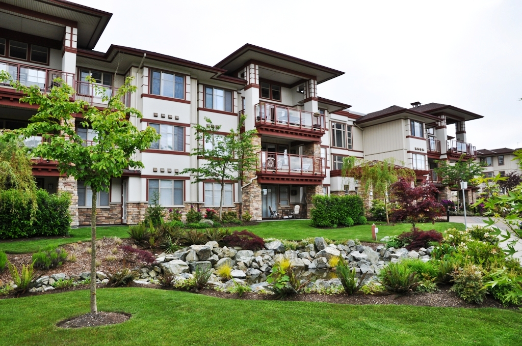 "Main Photo: 108 16469 64TH Avenue in Surrey: Cloverdale BC Condo for sale in ""St. Andrews"" (Cloverdale)  : MLS® # F1121571"