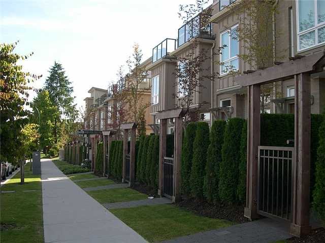 "Photo 2: 17 3788 LAUREL Street in Burnaby: Burnaby Hospital Townhouse for sale in ""LAUREL"" (Burnaby South)  : MLS® # V914306"