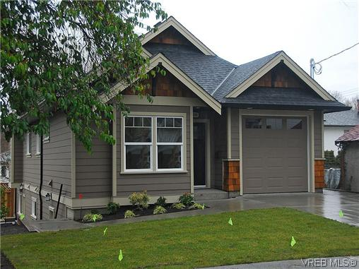 Main Photo: 2396 FORBES Street in VICTORIA: Vi Fernwood Residential for sale (Victoria)  : MLS® # 304502