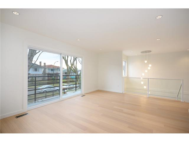 "Photo 5: 985 E 38TH Avenue in Vancouver: Fraser VE House for sale in ""FRASER"" (Vancouver East)  : MLS(r) # V1048813"