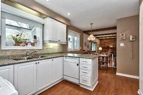 Photo 4: 151 Castle Crest in Oakville: Eastlake House (2-Storey) for sale : MLS(r) # W2882066