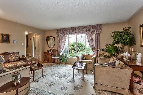 Photo 2: 151 Castle Crest in Oakville: Eastlake House (2-Storey) for sale : MLS(r) # W2882066