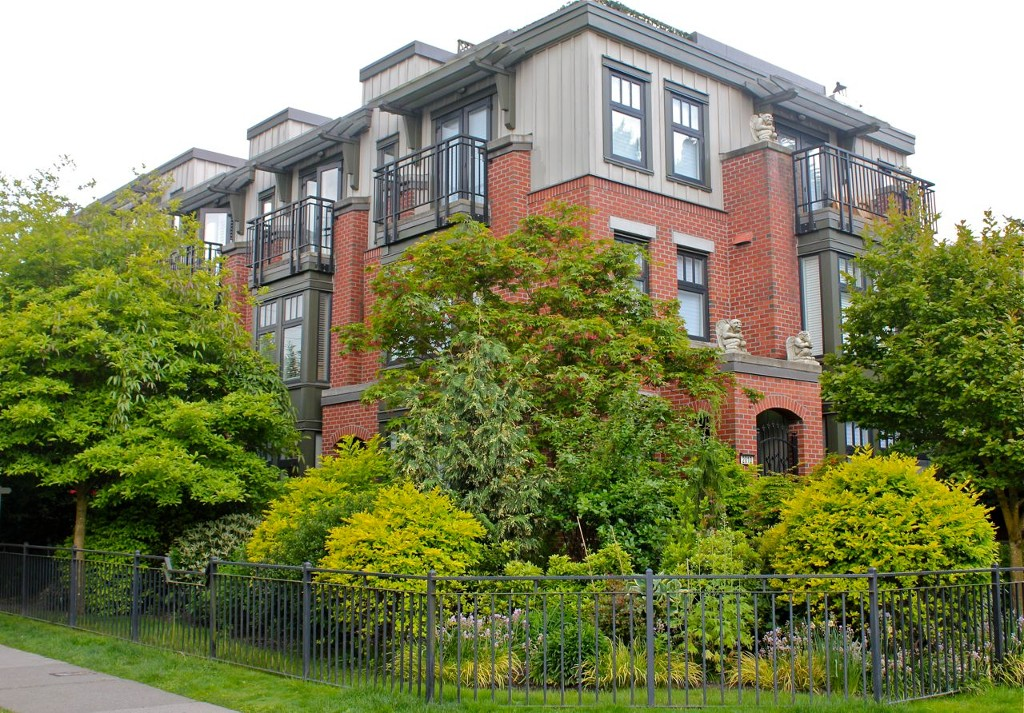 Main Photo: 1709 MAPLE Street in Vancouver: Kitsilano Townhouse for sale (Vancouver West)  : MLS® # V1066186