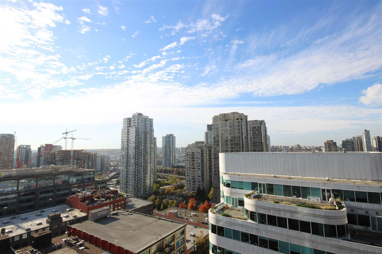 "Photo 13: 1408 821 CAMBIE Street in Vancouver: Downtown VW Condo for sale in ""RAFFLES"" (Vancouver West)  : MLS® # R2005623"