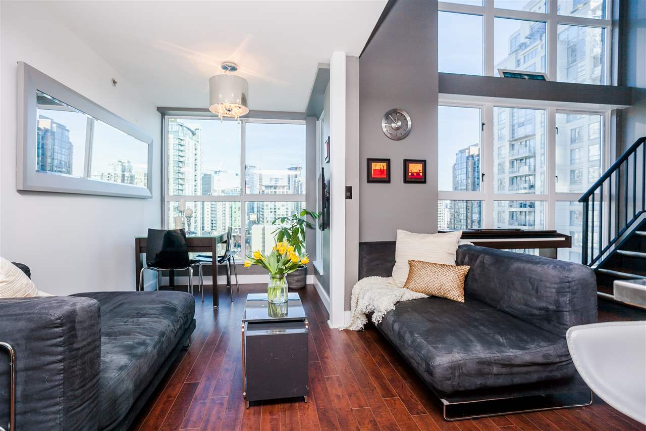 "Main Photo: 807 1238 SEYMOUR Street in Vancouver: Downtown VW Condo for sale in ""SPACE"" (Vancouver West)  : MLS(r) # R2033059"