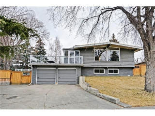 Main Photo: 8 LORNE Place SW in Calgary: North Glenmore Park House for sale : MLS(r) # C4052972