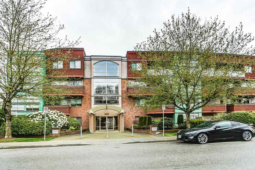"Main Photo: 103 12025 207A Street in Maple Ridge: Northwest Maple Ridge Condo for sale in ""ATRIUM"" : MLS® # R2057622"
