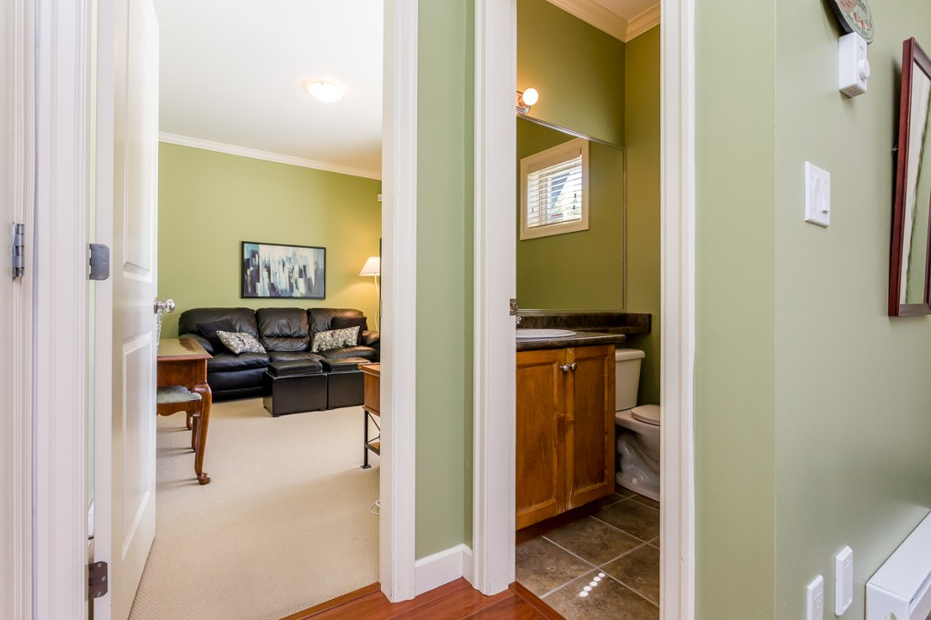 "Photo 13: 27 19219 67 Avenue in Surrey: Clayton Townhouse for sale in ""Balmoral"" (Cloverdale)  : MLS® # R2059751"