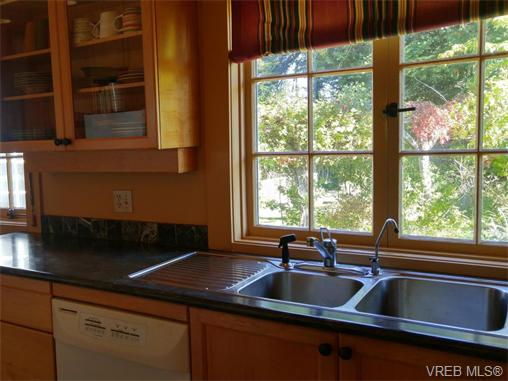 Photo 12: 870 Somenos Street in VICTORIA: Vi Fairfield East Single Family Detached for sale (Victoria)  : MLS(r) # 370465