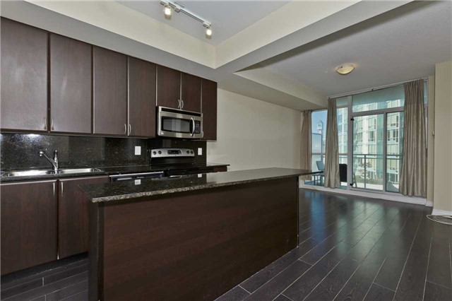 Main Photo: 1504 225 Webb Drive in Mississauga: City Centre Condo for sale : MLS® # W3632249