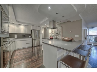 Main Photo: 702 320 MEREDITH Road NE in Calgary: Crescent Heights Condo for sale : MLS(r) # C4092835