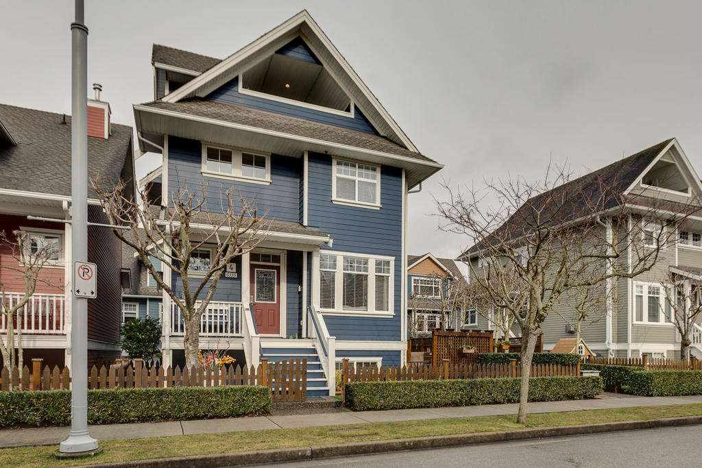 "Main Photo: 4 6333 PRINCESS Lane in Richmond: Steveston South Townhouse for sale in ""LONDON LANDING"" : MLS®# R2144226"