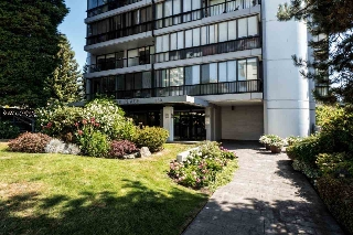 "Main Photo: 1203 650 16TH Street in West Vancouver: Ambleside Condo for sale in ""Westshore Place"" : MLS(r) # R2147302"