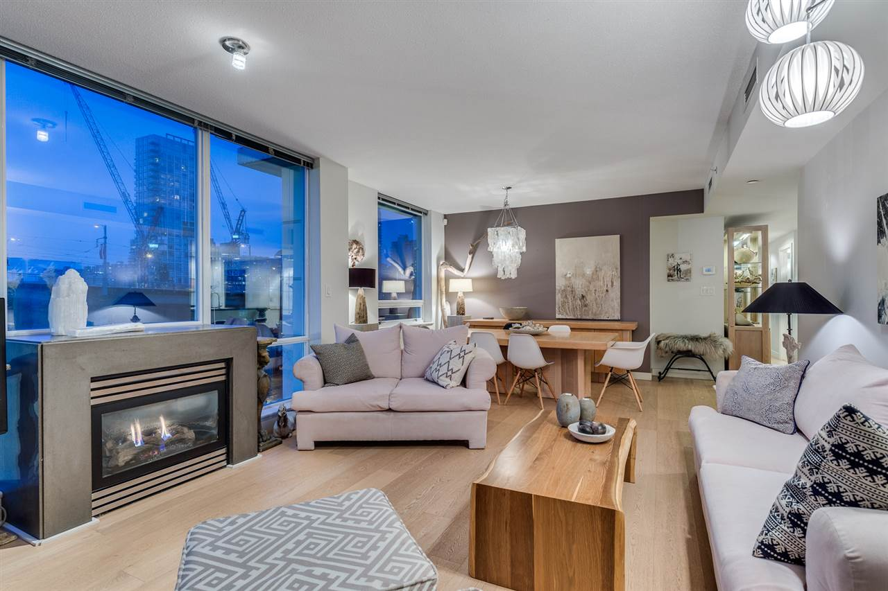 "Photo 3: 903 638 BEACH Crescent in Vancouver: Yaletown Condo for sale in ""YALETOWN"" (Vancouver West)  : MLS® # R2150314"