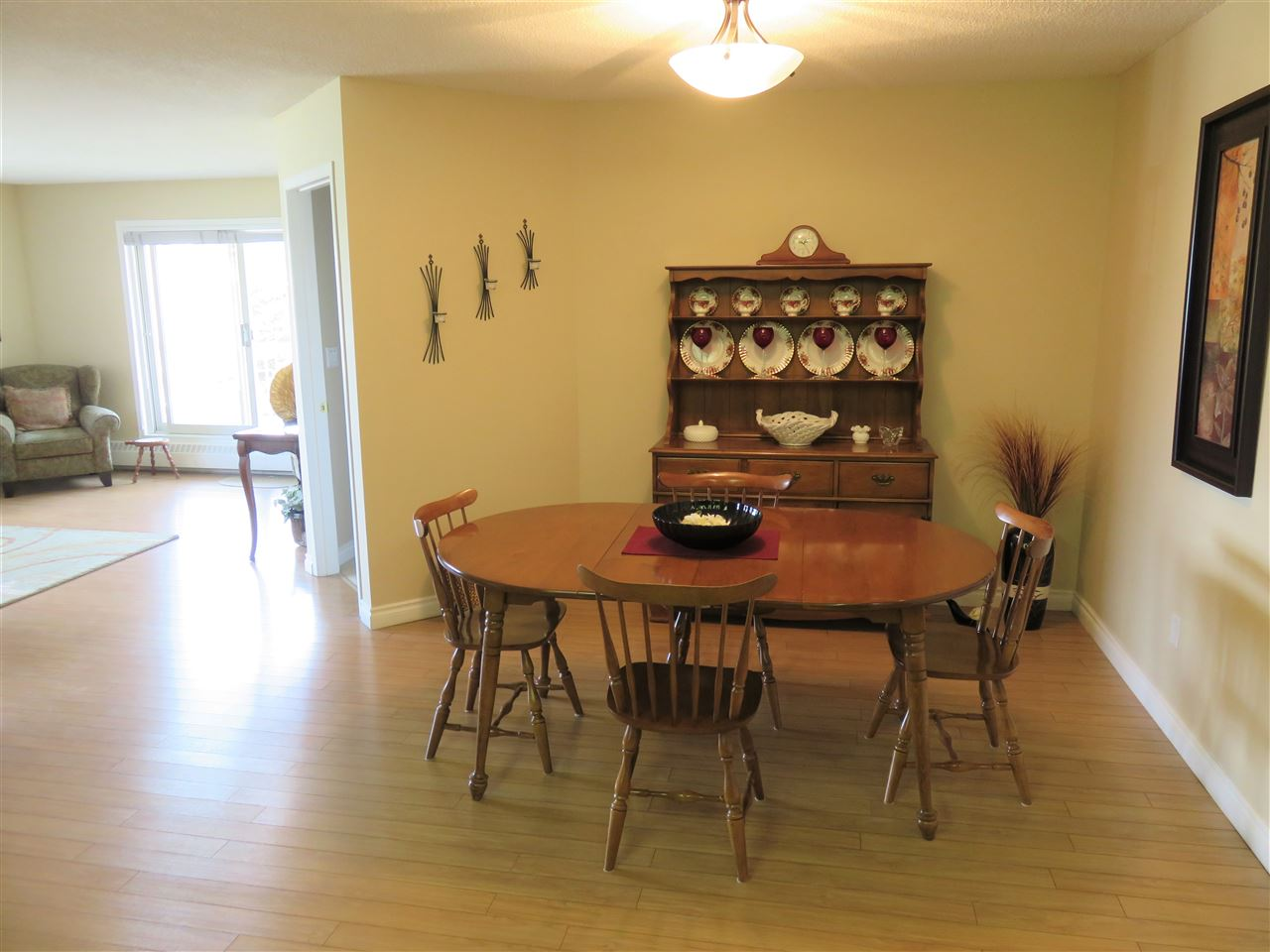 View of the separate Dining Room with space for 8+guests! :)