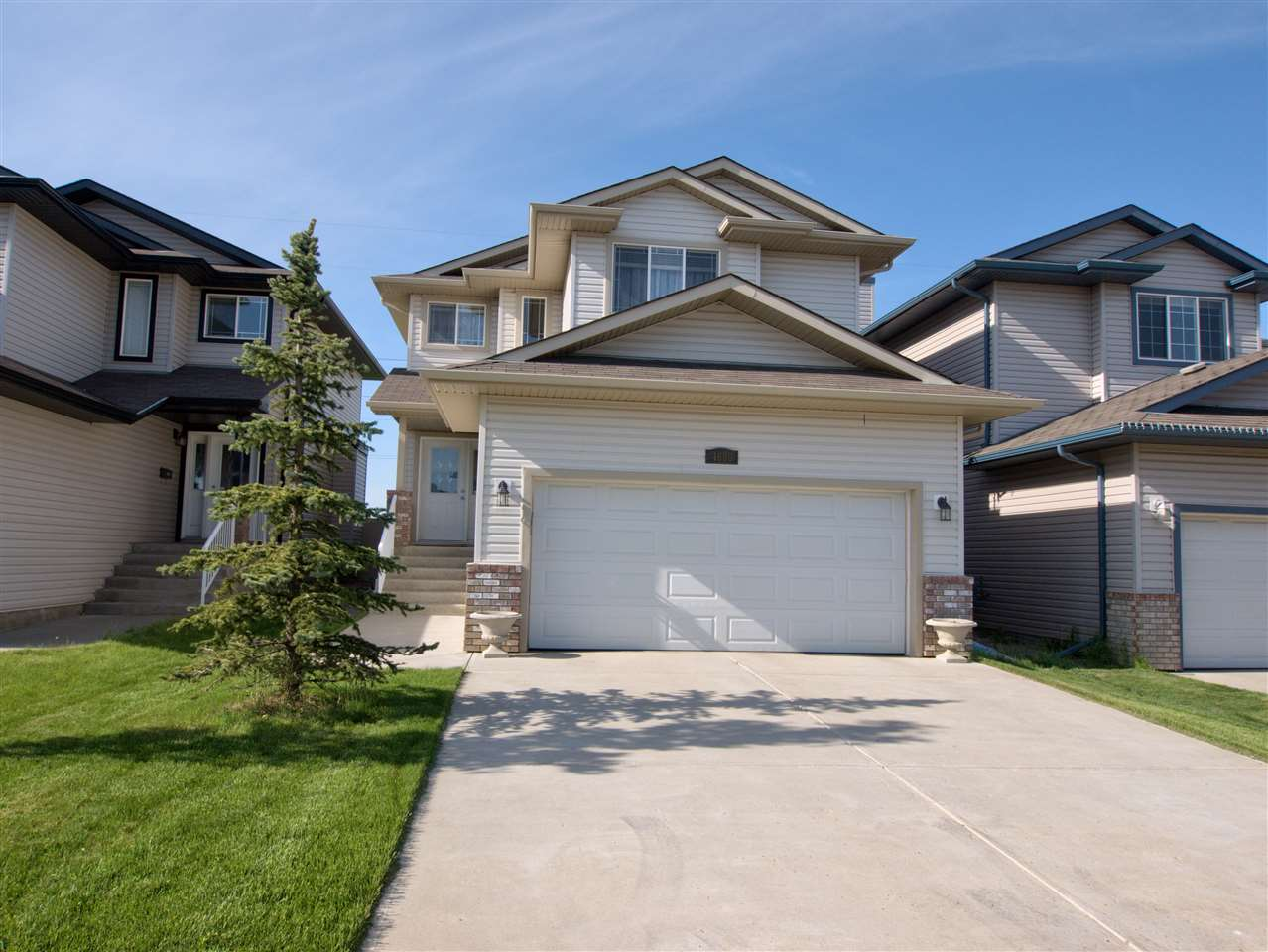 Main Photo: 4608 164A Avenue in Edmonton: Zone 03 House for sale : MLS(r) # E4067169