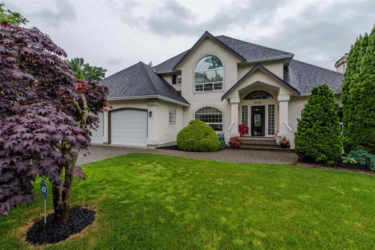 Main Photo: 8758 FREELAND Place in Chilliwack: Chilliwack Mountain House for sale : MLS®# R2174292