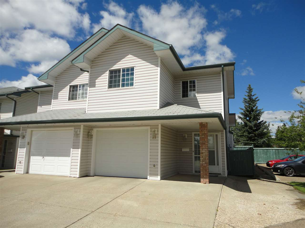 Main Photo: 31 843 YOUVILLE Drive W in Edmonton: Zone 29 Townhouse for sale : MLS® # E4072835