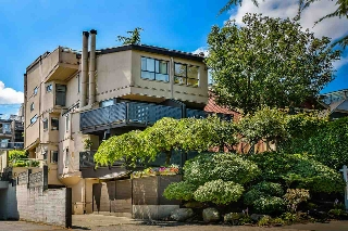 "Main Photo: 102 2028 W 3RD Avenue in Vancouver: Kitsilano Condo for sale in ""KITSILANO STEAMBOAT"" (Vancouver West)  : MLS(r) # R2188288"