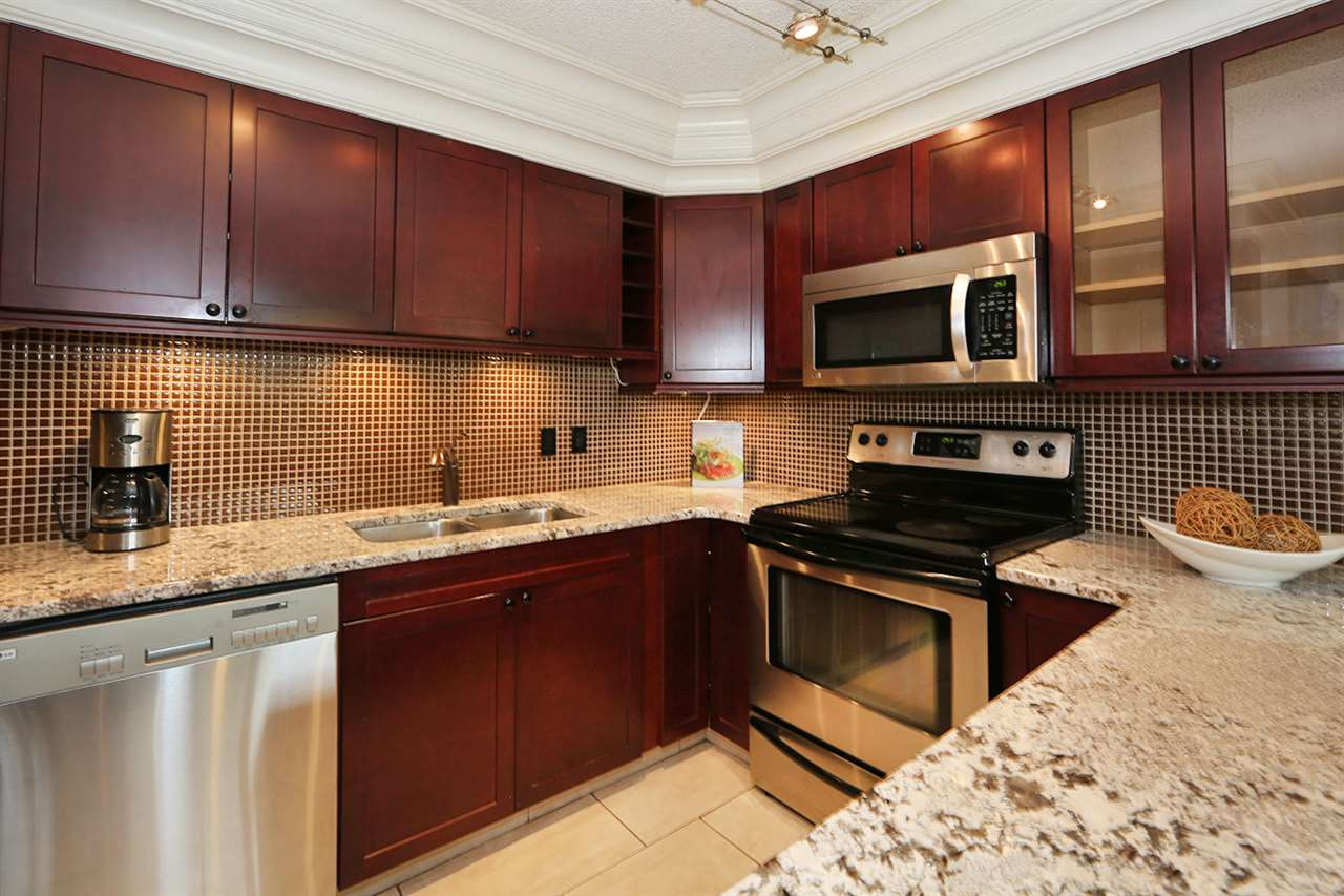 Main Photo: 101 9342 103 Avenue in Edmonton: Zone 13 Condo for sale : MLS® # E4074615