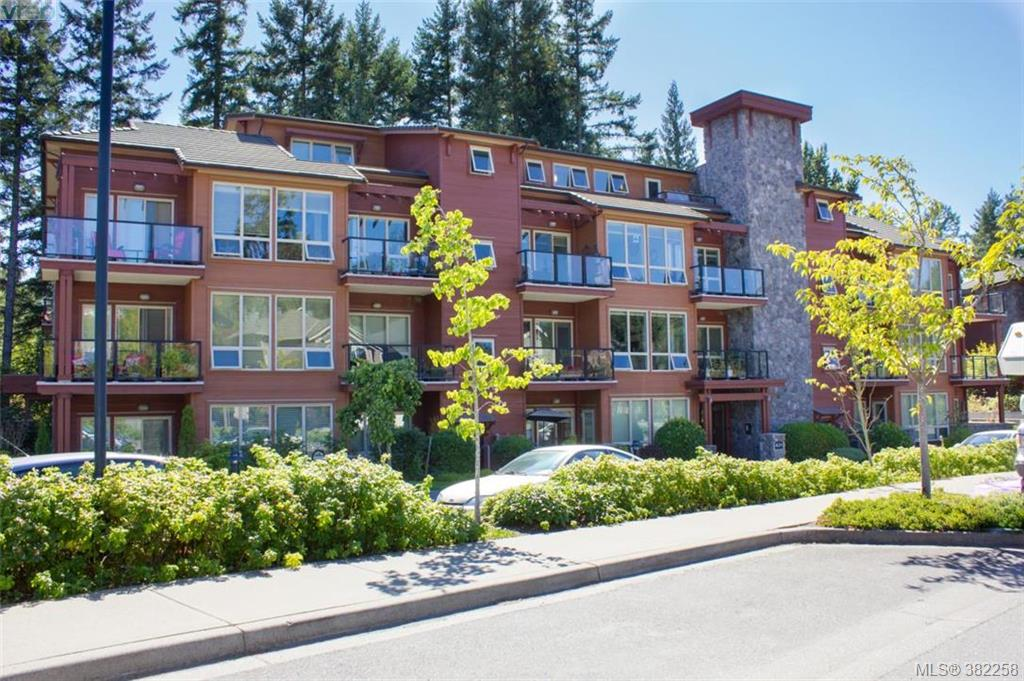 Main Photo: 302 631 Brookside Road in VICTORIA: Co Latoria Condo Apartment for sale (Colwood)  : MLS® # 382258