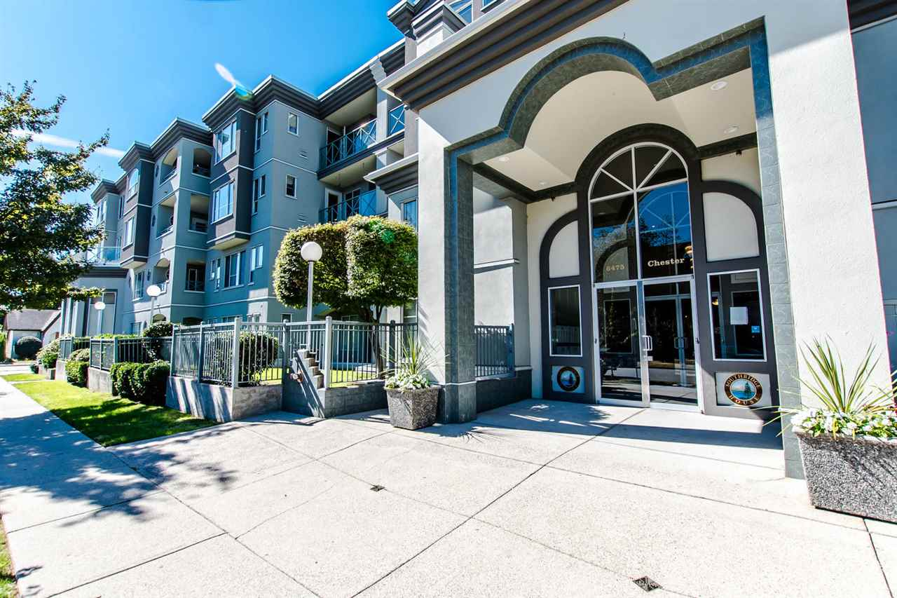 "Photo 3: 407 6475 CHESTER Street in Vancouver: Fraser VE Condo for sale in ""SOUTHRIDGE HOUSE"" (Vancouver East)  : MLS® # R2205282"