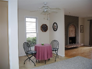 Breakfast nook to livingroom