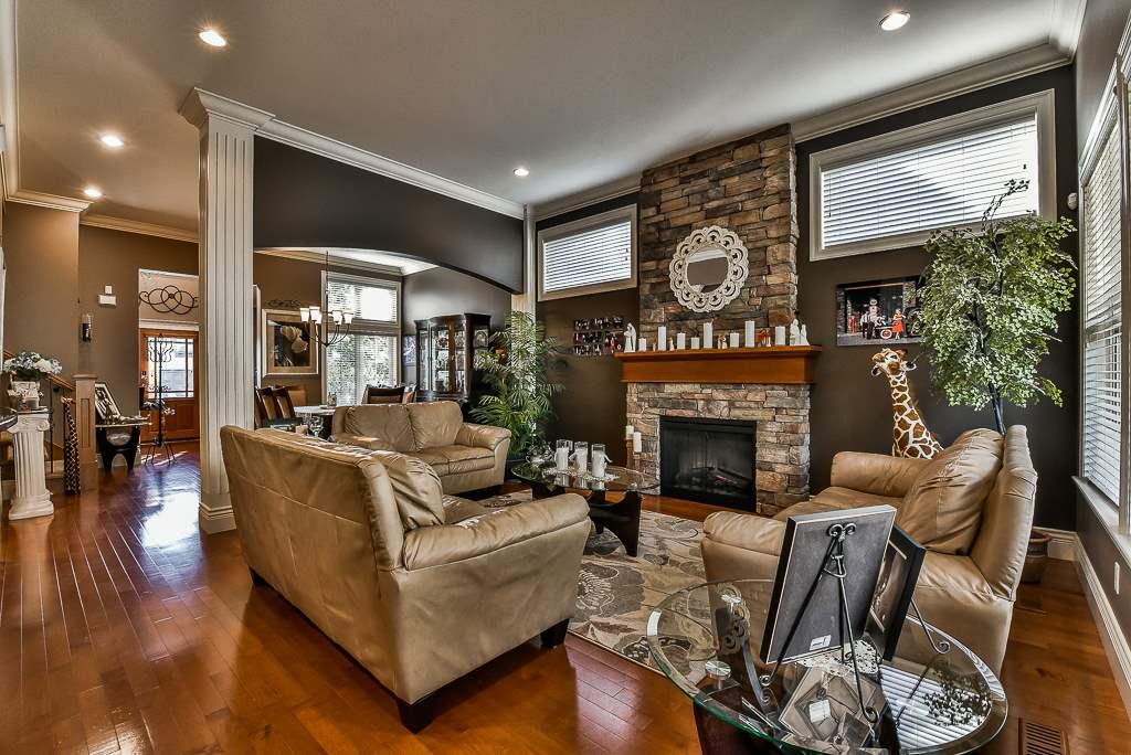 "Photo 3: Photos: 35535 JADE Drive in Abbotsford: Abbotsford East House for sale in ""Eagle Mountain"" : MLS® # R2218433"