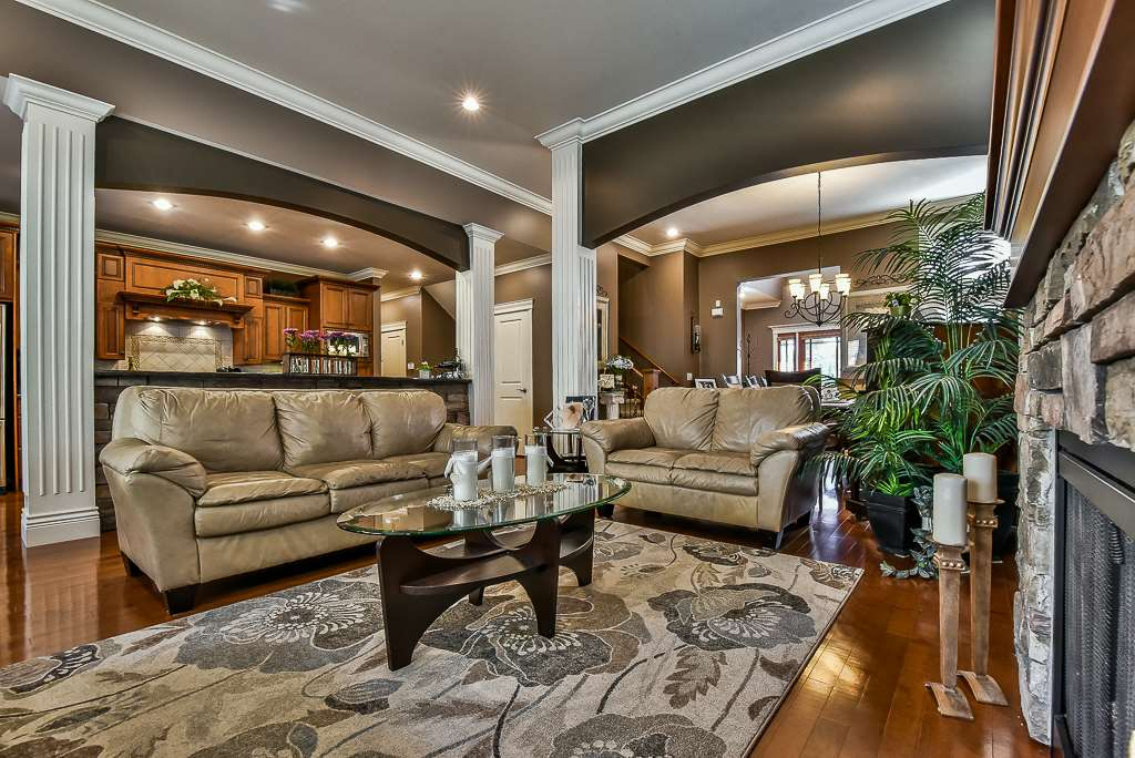 "Photo 4: Photos: 35535 JADE Drive in Abbotsford: Abbotsford East House for sale in ""Eagle Mountain"" : MLS® # R2218433"