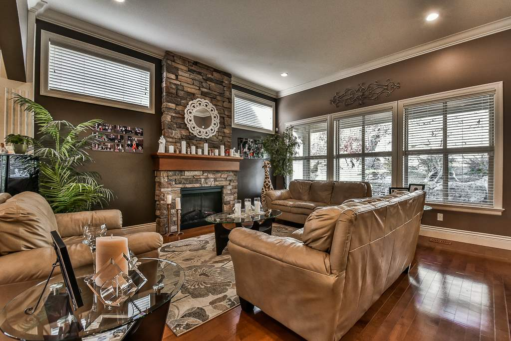 "Photo 2: Photos: 35535 JADE Drive in Abbotsford: Abbotsford East House for sale in ""Eagle Mountain"" : MLS® # R2218433"