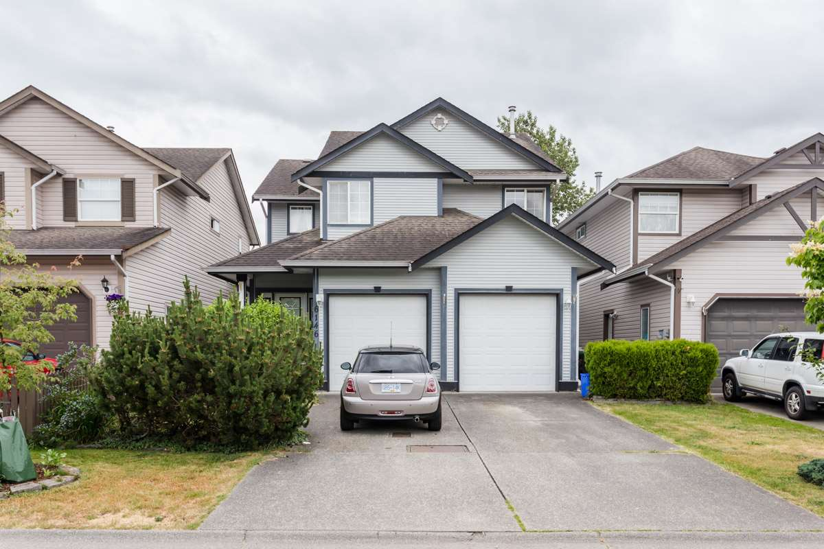Main Photo: 6146 195 Street in Surrey: Cloverdale BC House for sale (Cloverdale)  : MLS®# R2277304