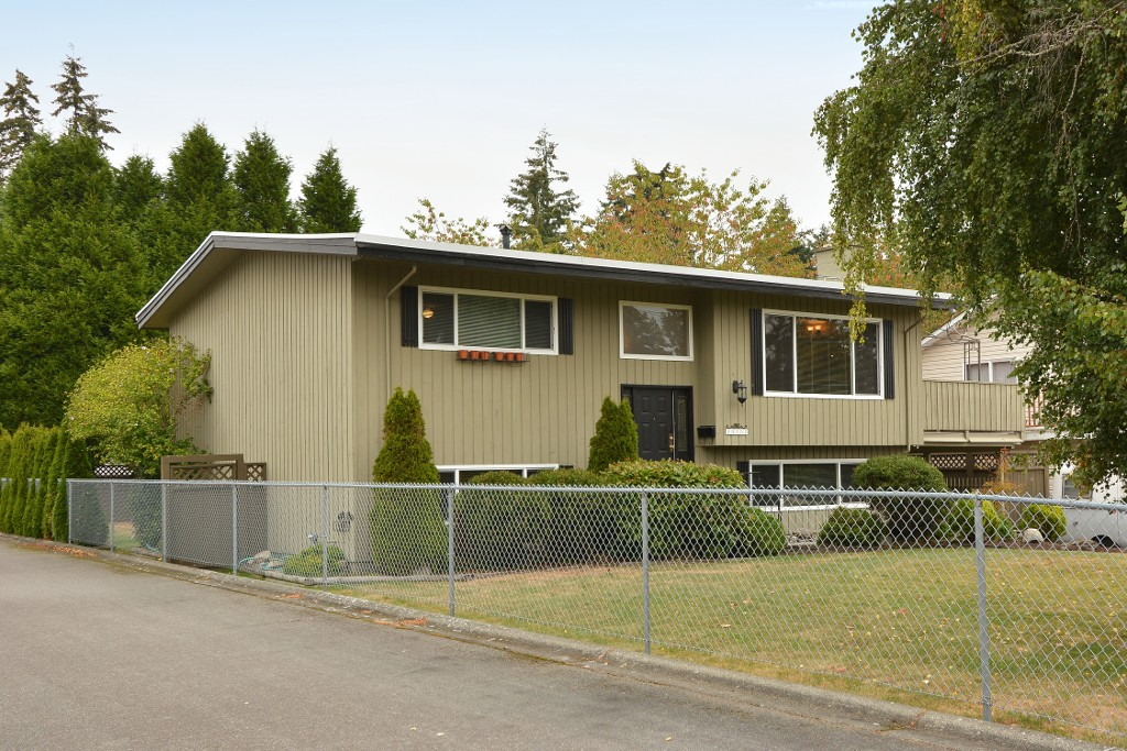 "Photo 2: 13151 15A Avenue in Surrey: Crescent Bch Ocean Pk. House for sale in ""Ocean Park"" (South Surrey White Rock)  : MLS(r) # F1423059"