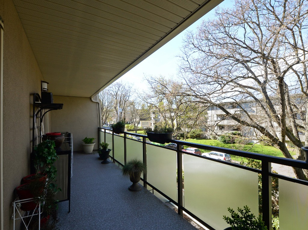 Photo 23: 202 1419 Stadacona Avenue in VICTORIA: Vi Fernwood Condo Apartment for sale (Victoria)  : MLS(r) # 362605