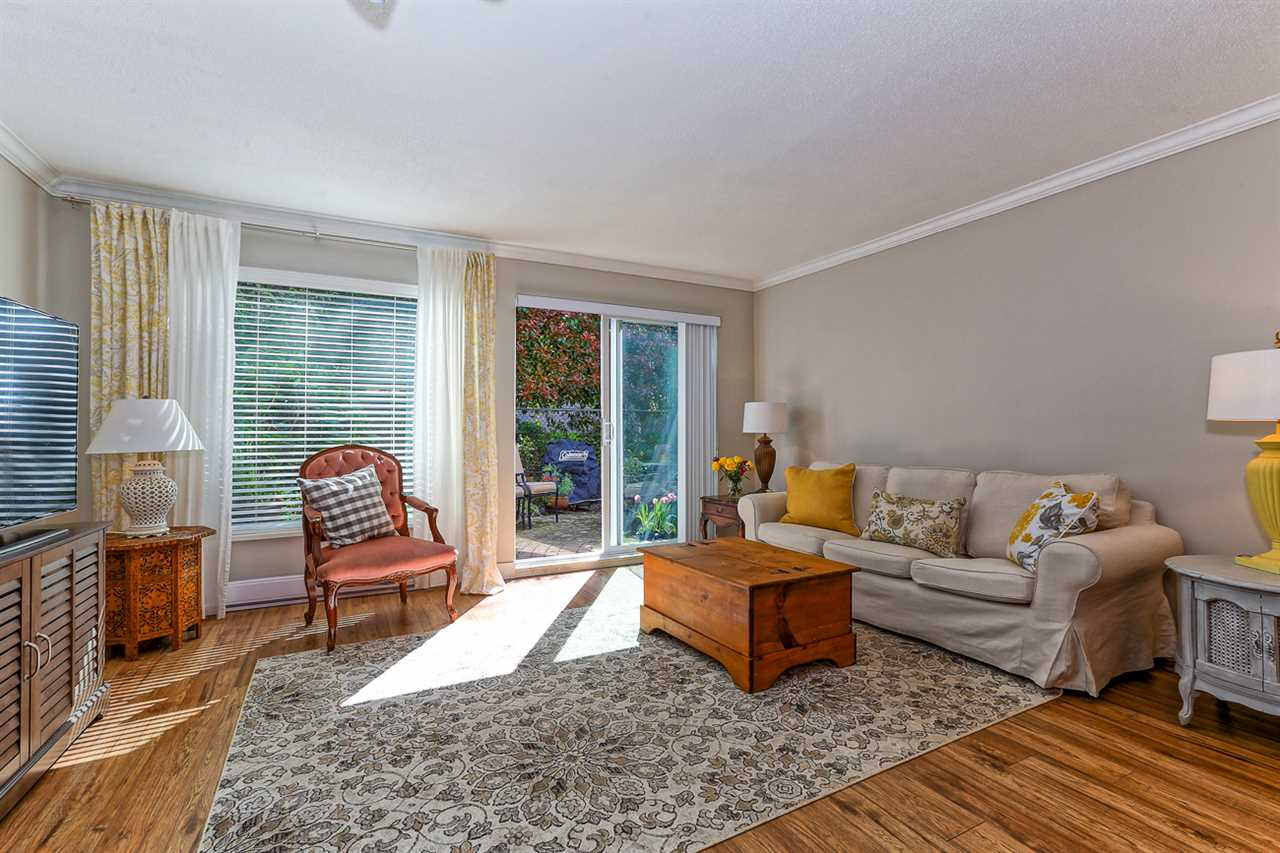 "Main Photo: 114 4885 53 Street in Delta: Hawthorne Condo for sale in ""GREEN GABLES"" (Ladner)  : MLS® # R2053807"