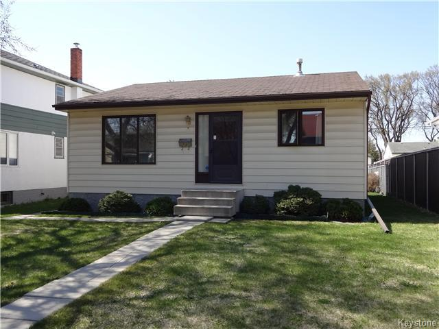 Main Photo: 236 Kimberly Avenue in Winnipeg: East Kildonan Residential for sale (North East Winnipeg)  : MLS(r) # 1611592