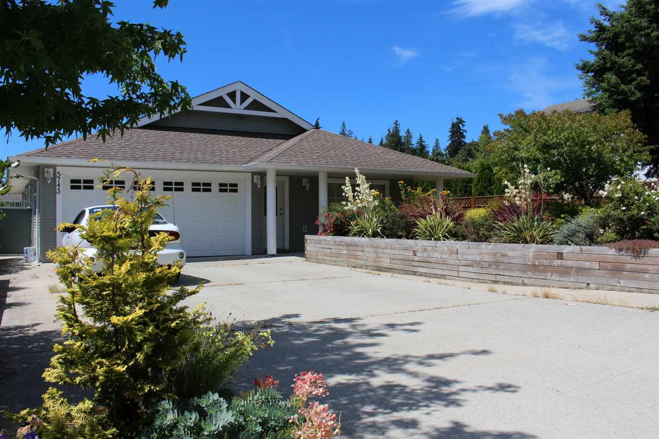 "Main Photo: 5743 NICKERSON ROAD in Sechelt: Sechelt District House for sale in ""WEST SECHELT / CASCADE HEIGHTS"" (Sunshine Coast)  : MLS®# R2095078"