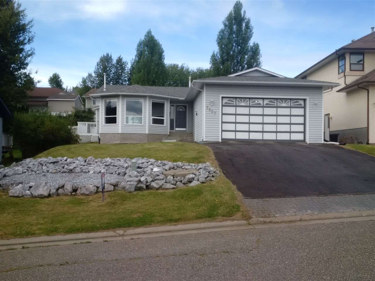 "Photo 1: Photos: 7527 ST KEVIN Place in Prince George: St. Lawrence Heights House for sale in ""SOUTHRIDGE"" (PG City South (Zone 74))  : MLS®# R2099781"