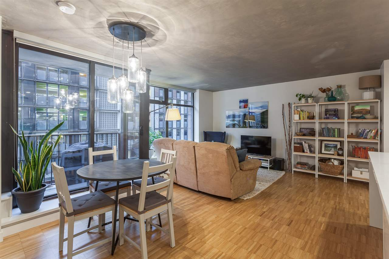 "Photo 6: 301 128 W CORDOVA Street in Vancouver: Downtown VW Condo for sale in ""WOODWARDS"" (Vancouver West)  : MLS(r) # R2131569"