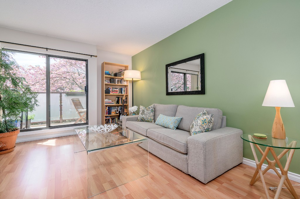 "Photo 1: Photos: 213 2150 BRUNSWICK Street in Vancouver: Mount Pleasant VE Condo for sale in ""MT PLEASANT PLACE"" (Vancouver East)  : MLS®# R2161817"