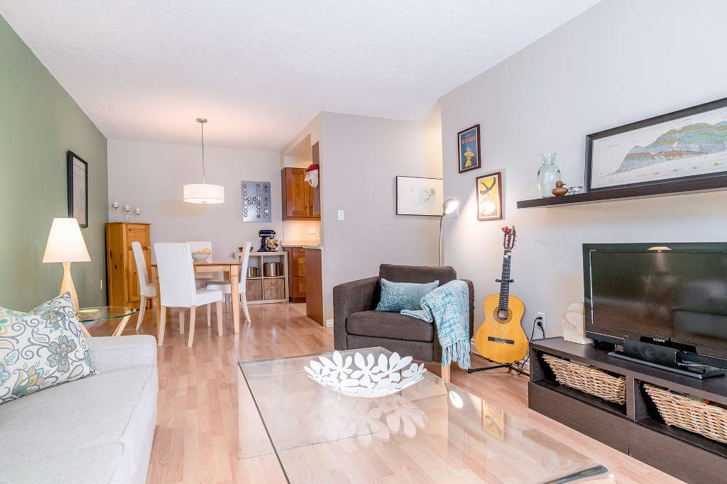 "Photo 8: Photos: 213 2150 BRUNSWICK Street in Vancouver: Mount Pleasant VE Condo for sale in ""MT PLEASANT PLACE"" (Vancouver East)  : MLS®# R2161817"
