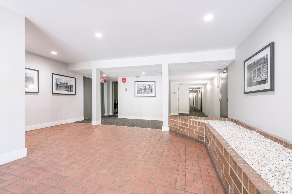 "Photo 21: Photos: 213 2150 BRUNSWICK Street in Vancouver: Mount Pleasant VE Condo for sale in ""MT PLEASANT PLACE"" (Vancouver East)  : MLS®# R2161817"