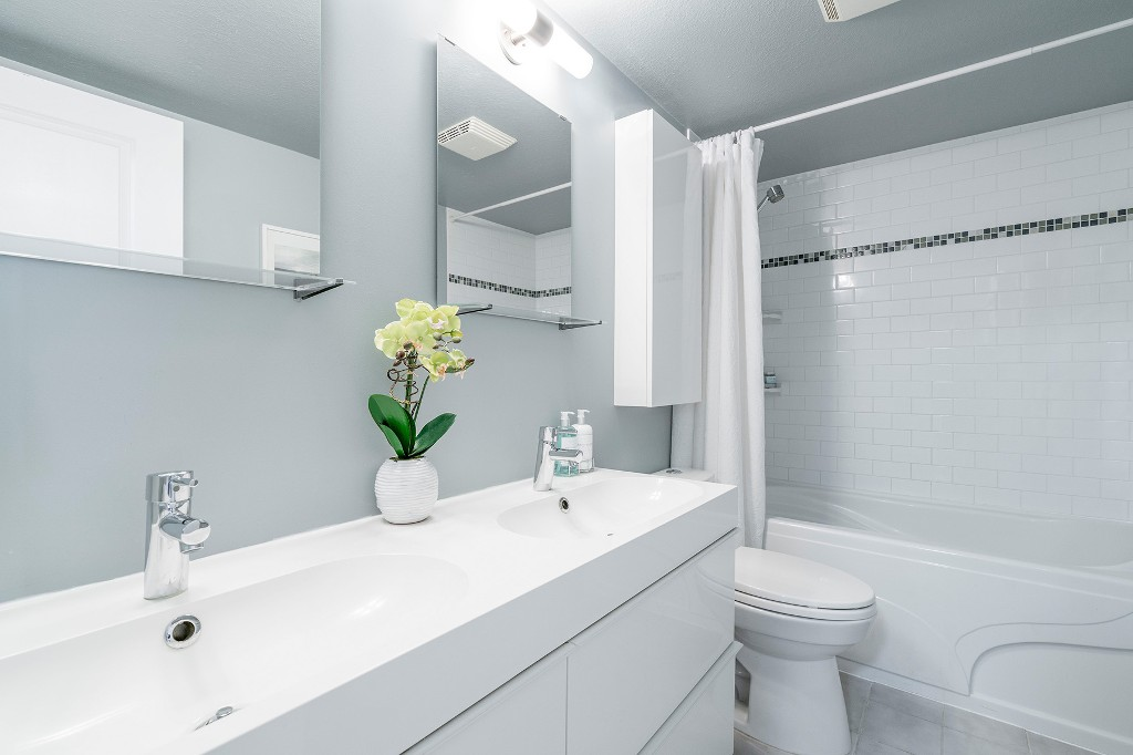 "Photo 17: Photos: 213 2150 BRUNSWICK Street in Vancouver: Mount Pleasant VE Condo for sale in ""MT PLEASANT PLACE"" (Vancouver East)  : MLS®# R2161817"
