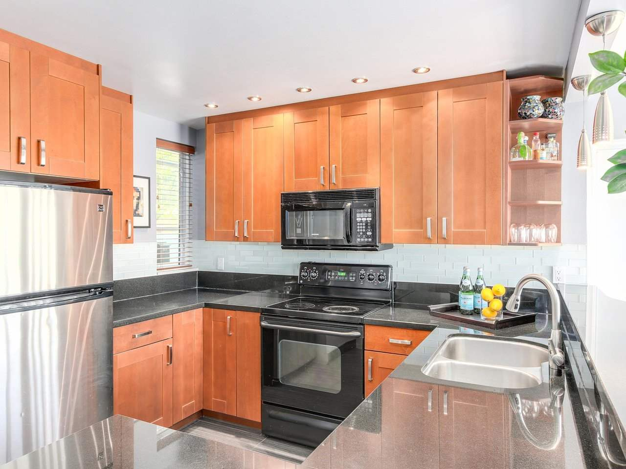 "Photo 10: 2247 OAK Street in Vancouver: Fairview VW Townhouse for sale in ""The Sixth Estates"" (Vancouver West)  : MLS(r) # R2175723"