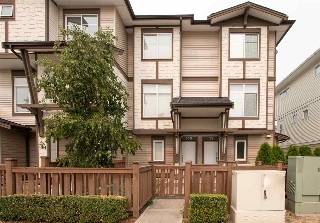 "Main Photo: 139 19433 68 Avenue in Surrey: Clayton Townhouse for sale in ""THE GROVE"" (Cloverdale)  : MLS® # R2196103"