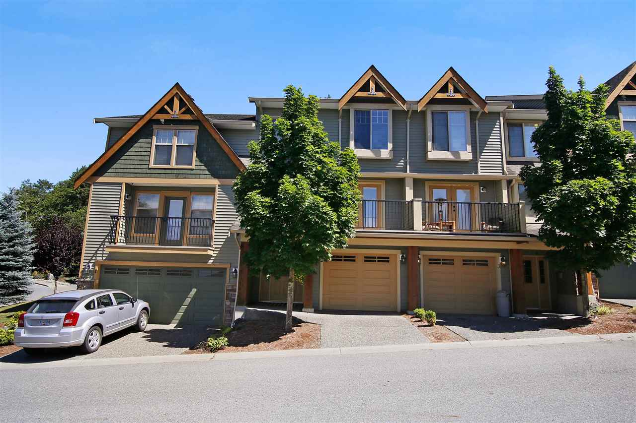 "Main Photo: 2 46840 RUSSELL Road in Sardis: Promontory Townhouse for sale in ""TIMBER RIDGE"" : MLS® # R2197387"