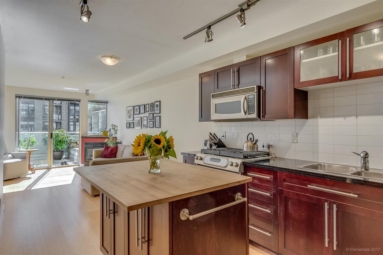 "Main Photo: 211 122 E 3RD Street in North Vancouver: Lower Lonsdale Condo for sale in ""SAUSALITO"" : MLS® # R2201590"