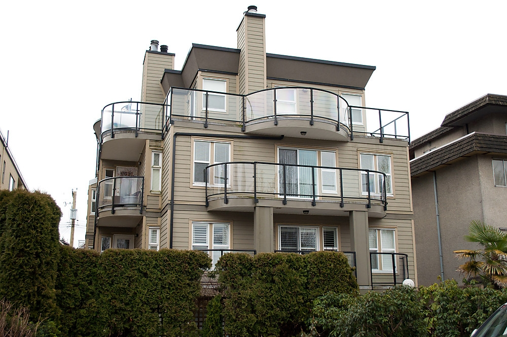 Main Photo: 9 1966 YORK Avenue in Vancouver: Kitsilano Townhouse for sale (Vancouver West)  : MLS(r) # V872445