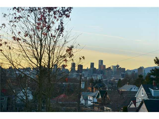 Photo 2: 2023 KITCHENER Street in Vancouver: Grandview VE House for sale (Vancouver East)  : MLS(r) # V924913