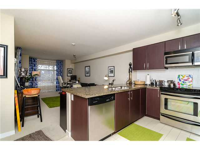 Photo 2: 205 7339 MACPHERSON Avenue in Burnaby: Metrotown Condo for sale (Burnaby South)  : MLS(r) # V1041731